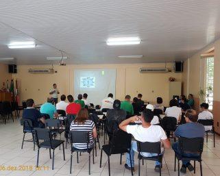Vigilância Sanitária promove atividade educativa com proprietários de açougue