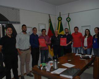 Defesa Civil de Serafina Corrêa recebe o Plano de Ação de Emergência da PCH Caçador