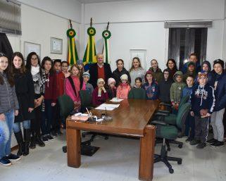 Alunos de Silva Jardim realizam visita ao Centro Administrativo