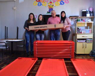 Conforto e segurança na Educação Infantil – camas empilháveis são distribuídas