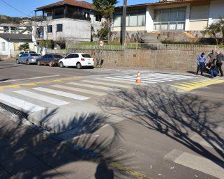 Mais segurança no trânsito com a construção de faixas elevadas