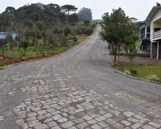 Calçamento na rua Fenino Calgaro melhora a qualidade de vida da população