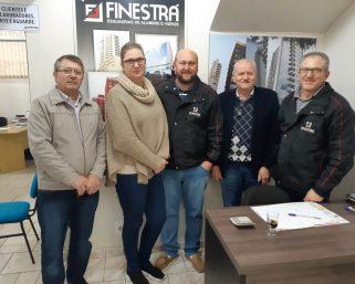 Prefeito visita a empresa Finestra & Cia