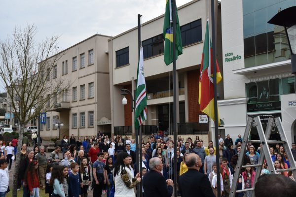 07 de Setembro foi marcado por apresentações e ato cívico em Serafina Corrêa