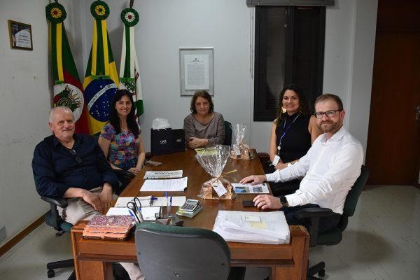 Prefeito em Exercício Valdir recebe representantes da Universidade de Caxias do Sul