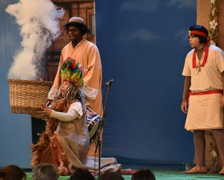 Festejos Farroupilhas iniciaram com teatro em Serafina Corrêa
