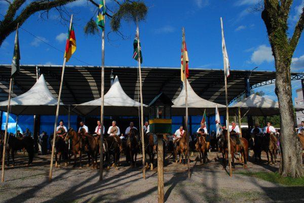Cavalgada da Amizade será recepcionada amanhã em Serafina Corrêa