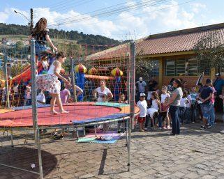 Comunidade celebrou o aniversário da Escola Leonora com festa