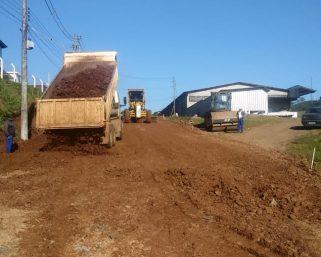 Inicia a pavimentação asfáltica no Distrito Industrial Salete