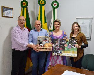 Comitiva da 5ª FestFlor visita Serafina Corrêa