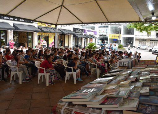 2ª Feira do Livro oportunizou momentos culturais, acesso ao mundo da leitura e encantamento aos serafinenses