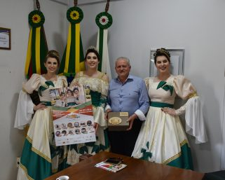 Corte da Expoalegre visita Serafina Corrêa