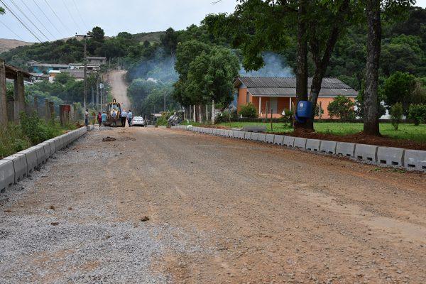 Prefeitura executa pavimentação em paralelepípedos na Comunidade São João