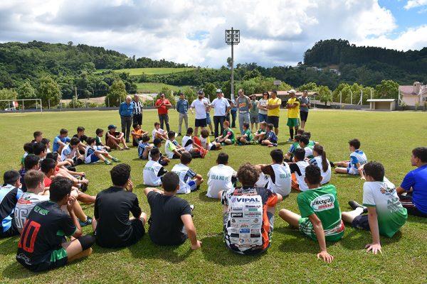 Projeto Bola no Pé Escola de Futebol