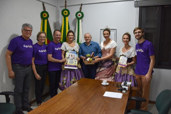 Comitiva da FenaVindima foi recepcionada em Serafina Corrêa