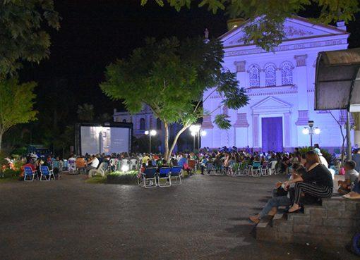 Cinema na Praça reuniu serafinenses em uma noite de aventura e diversão