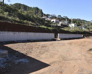 Muro de contenção no Loteamento Fedatto está em fase de conclusão