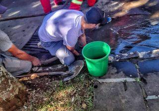 Secretaria de Obras, Defesa Civil Municipal com auxílio do SCAB trabalham na prevenção de alagamentos