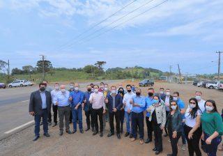 Prefeito participa de inauguração de obra em Guaporé e reivindica manutenção da ERS 129