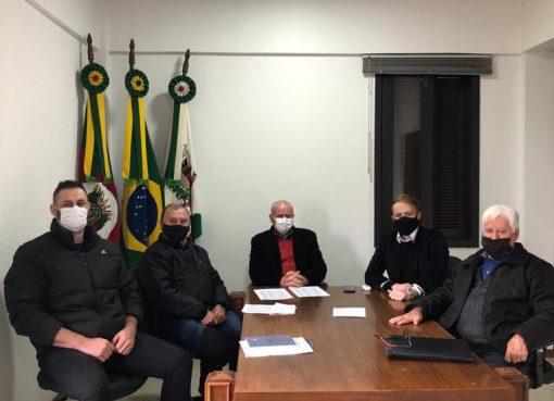Prefeito Valdir recebe Assessores do Deputado Estadual Tiago Simon